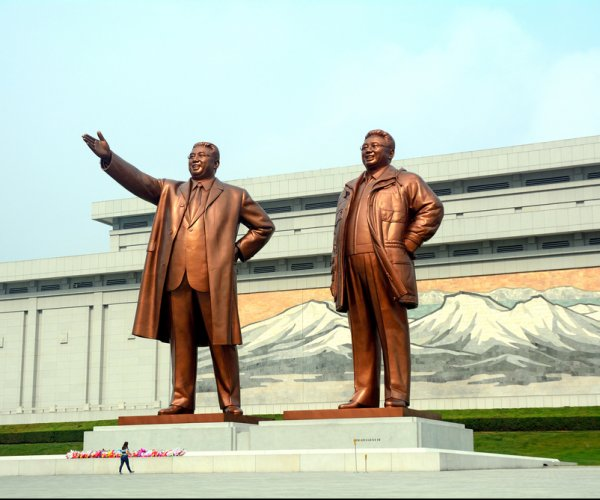 North Koreans mourn on anniversary of Kim Jong Il's death