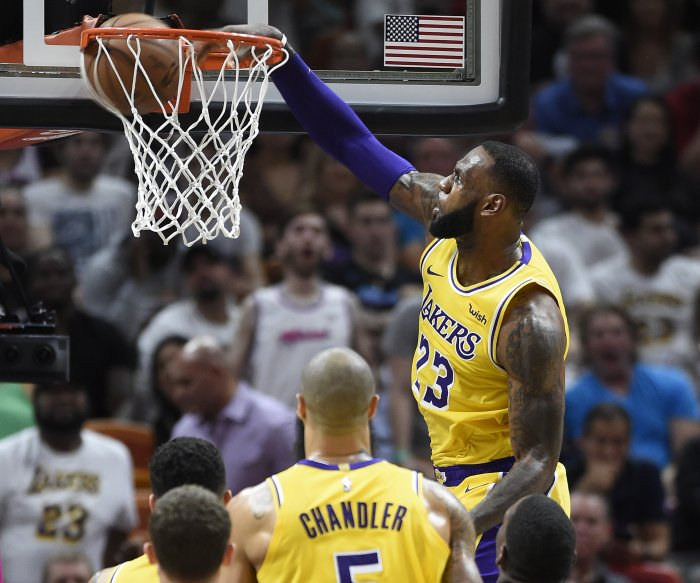 Lakers' LeBron James nets 51 points in return to Miami