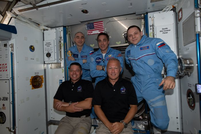 Astronauts return to space from U.S. soil