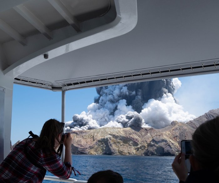 New Zealand volcano: Risk of 2nd eruption thwarts recovery efforts