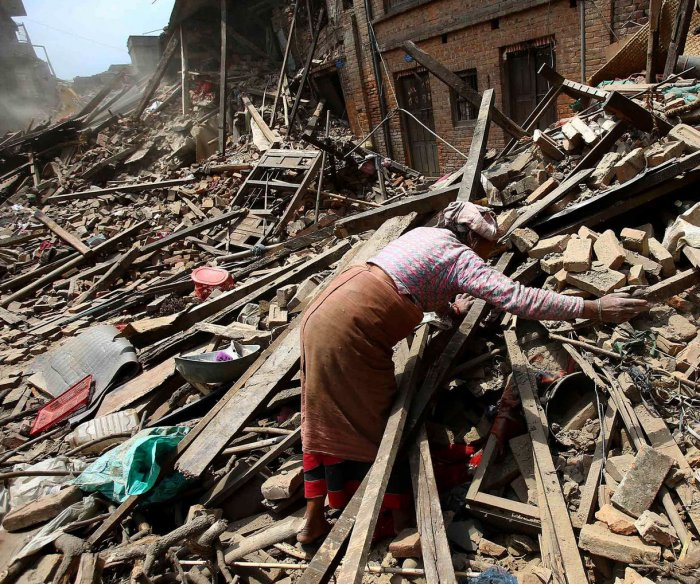 7.9 earthquake devastates Nepal