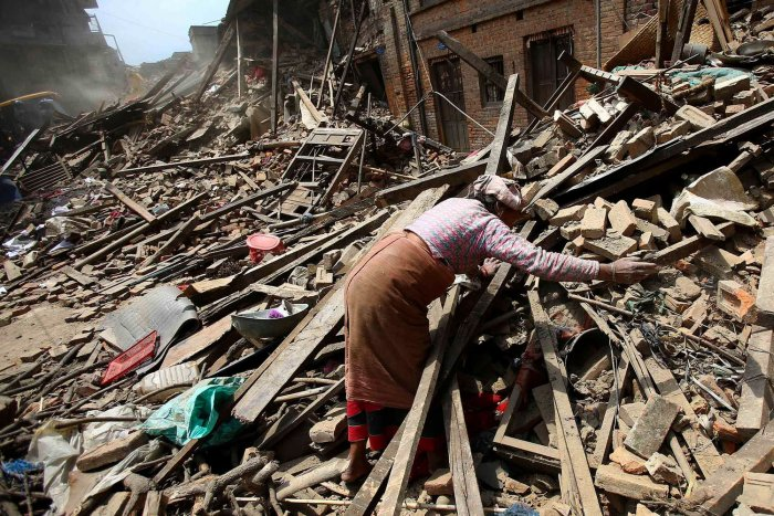 7.9 earthquake devastates Nepal