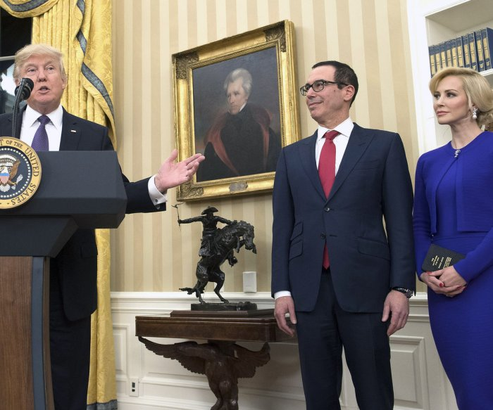 U.S. Treasury Secretary Steven Mnuchin marries actress Louise Linton
