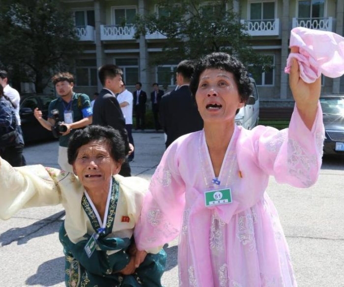 South Korea to discuss 'video reunions' with North