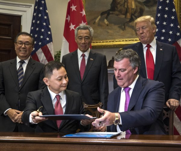 Trump, Singapore PM Lee praise Boeing deal with Singapore Airlines