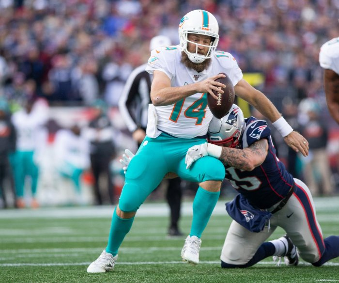 Dolphins QB Ryan Fitzpatrick wants to start over rookie Tua