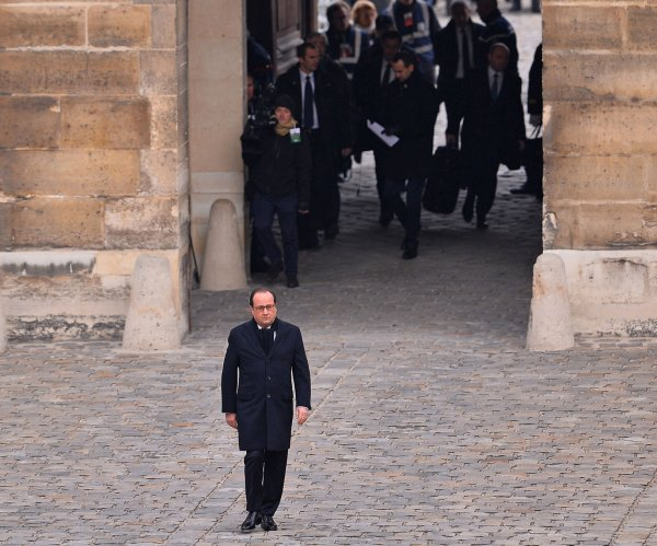 French President Francois Hollande honors Paris terror attack victims