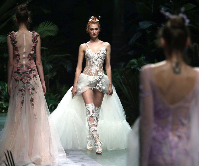 Yu Aiping show at China Fashion Week