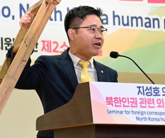 Defector Ji Seong-ho: leaflets to North Korea should continue