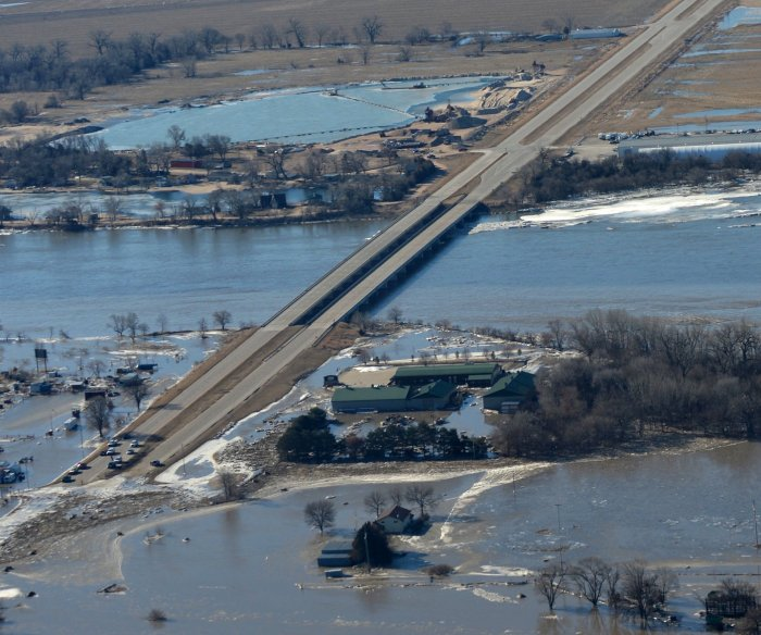 Communities assess damage from Midwest flooding