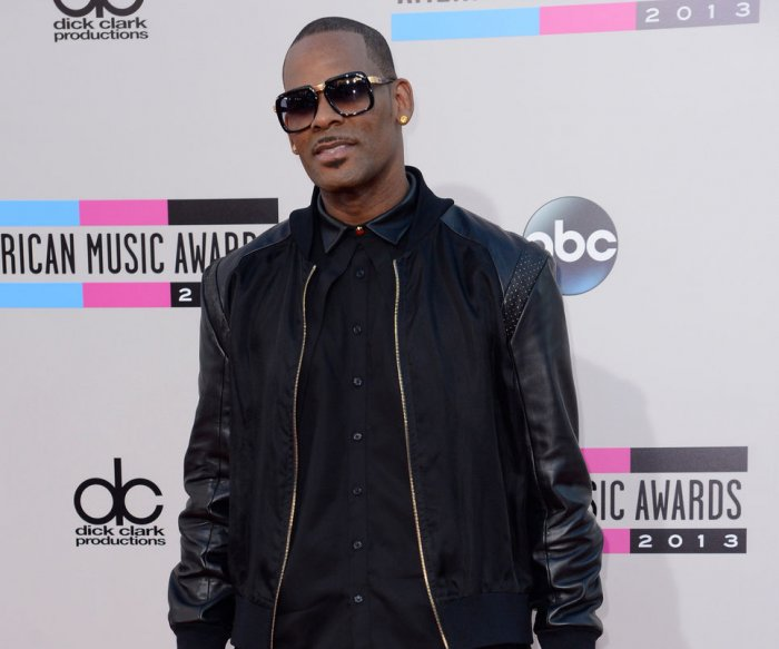 R&B singer R. Kelly charged with aggravated sex abuse