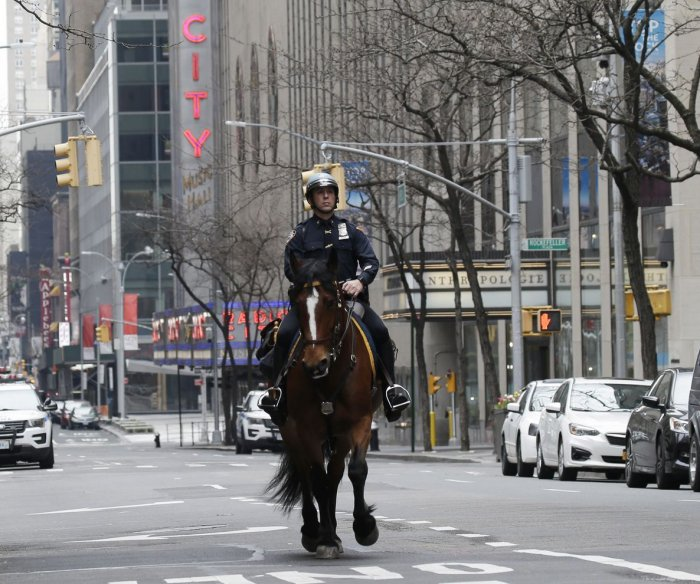 N.Y. deaths set another daily record; Mayor sees NYC lockdown going into June