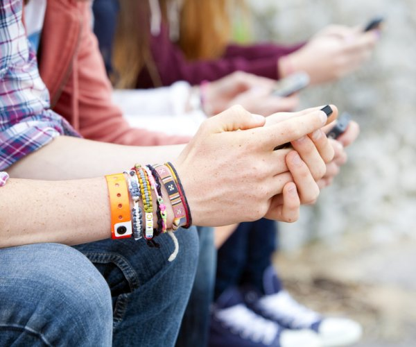 Study: Online activity may identify teens at risk for suicide