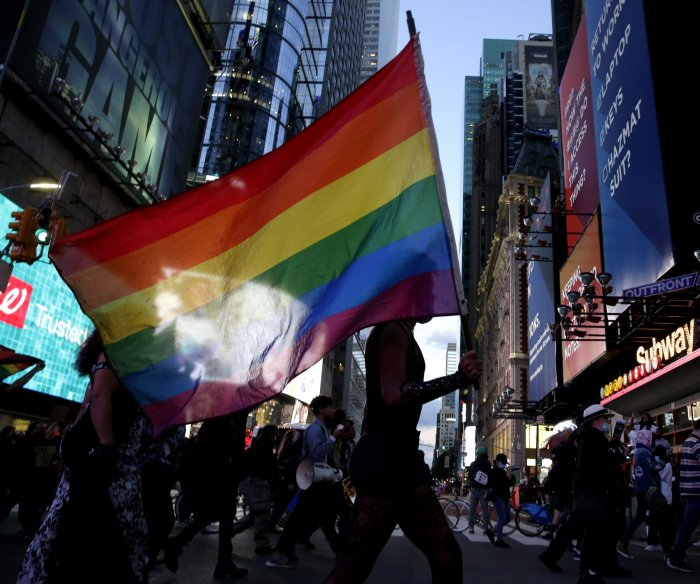 Poll: Growing number of Americans ID as LGBT