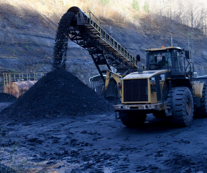 EPA rolls back Obama-era guidelines on coal