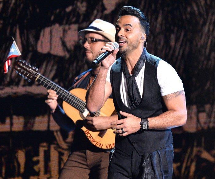 Luis Fonsi, Juanes perform at the Latin Grammys in Las Vegas