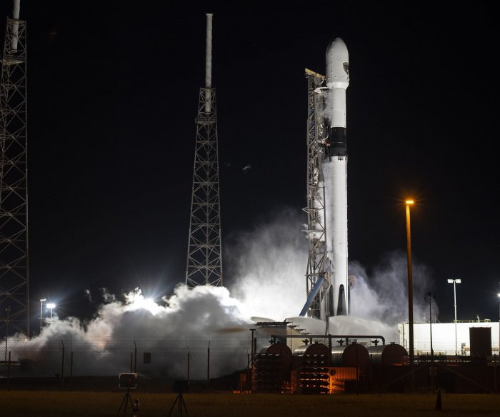 Company advances plan for private citizen flight to space station