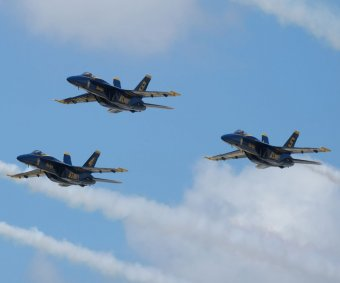 Blue Angels rehearse for Florida air show