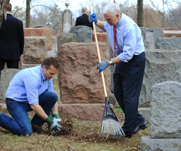 Pence visits vandalized cemetery in Missouri, condemns anti-Semitism