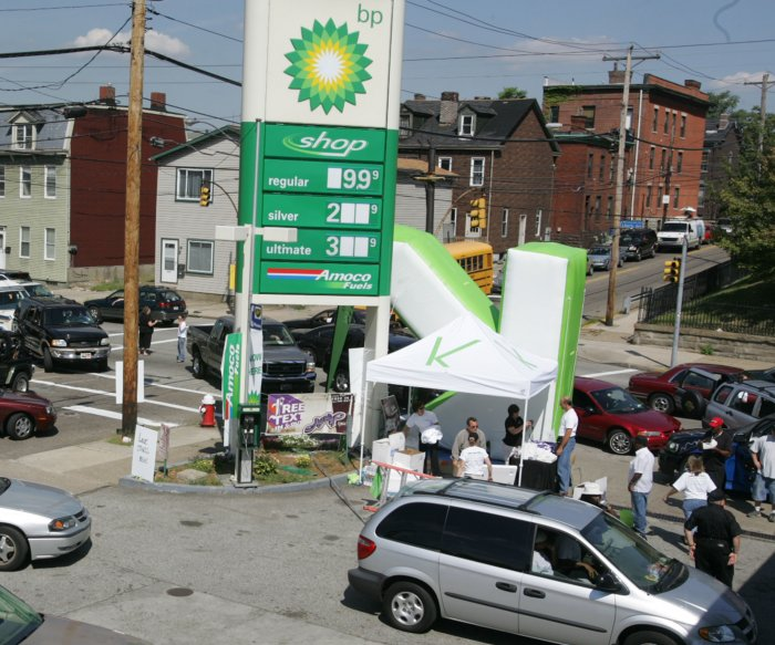 U.S. gas prices more or less steady as summer fades
