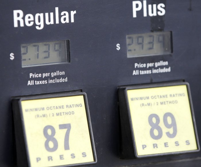 U.S. gas prices continue slow summer rise