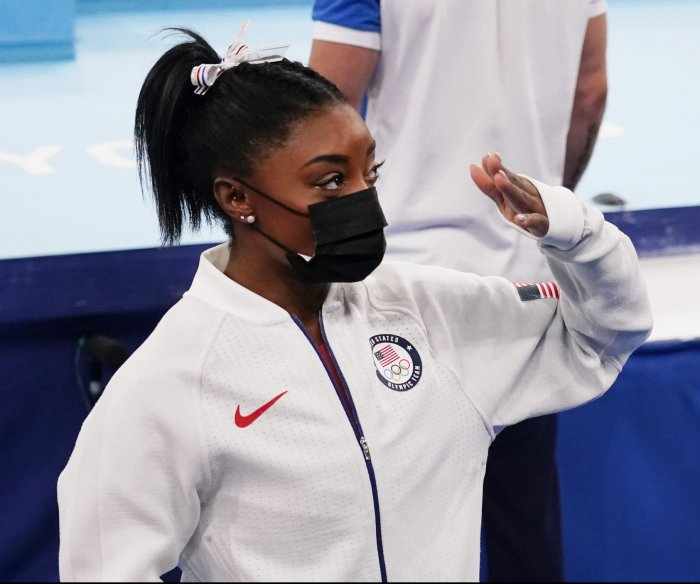 U.S. teammates relate to Simone Biles: 'She's not a quitter'