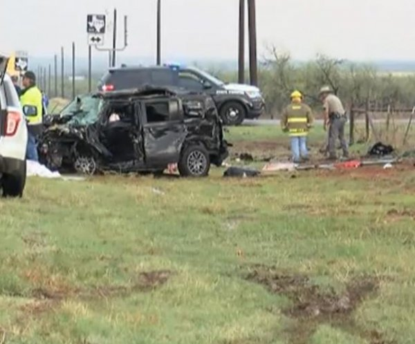 Floods, tornadoes likely in South; 3 storm chasers killed in crash