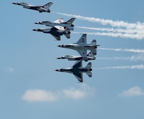 Air Force Thunderbird flips in Dayton after practice for air show