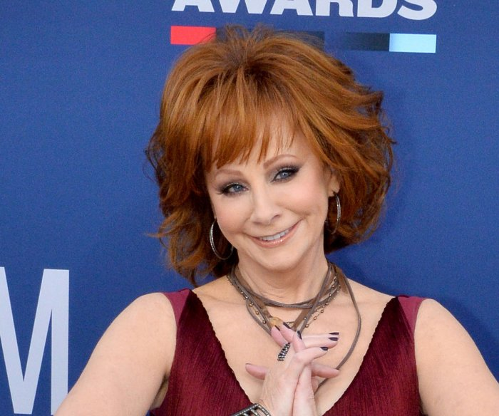 Reba McEntire rescued after staircase collapses in old building