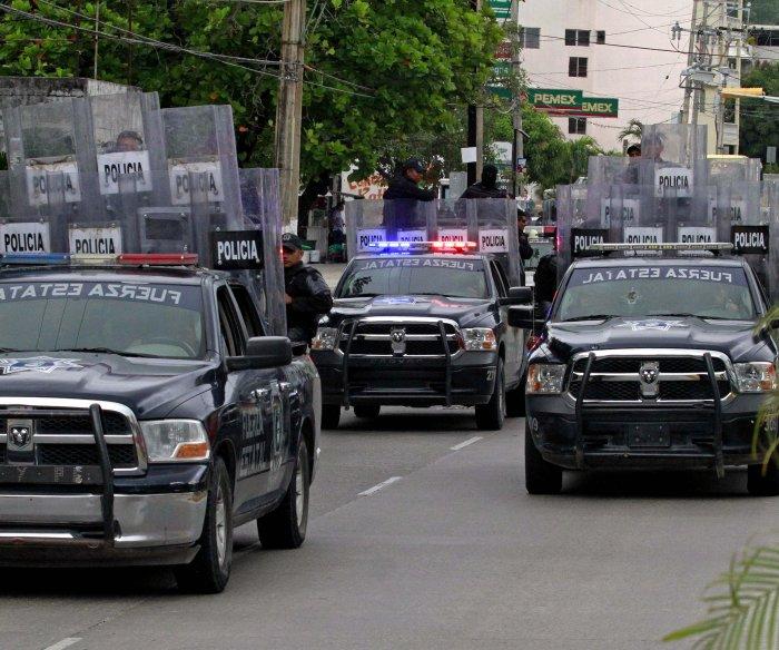 Authorities disarm, investigate entire Acapulco police force