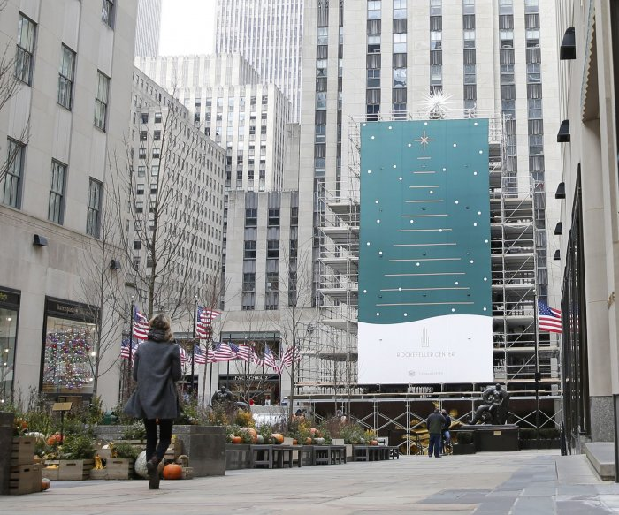 No crowds as stars take stage for Rockefeller Center tree lighting