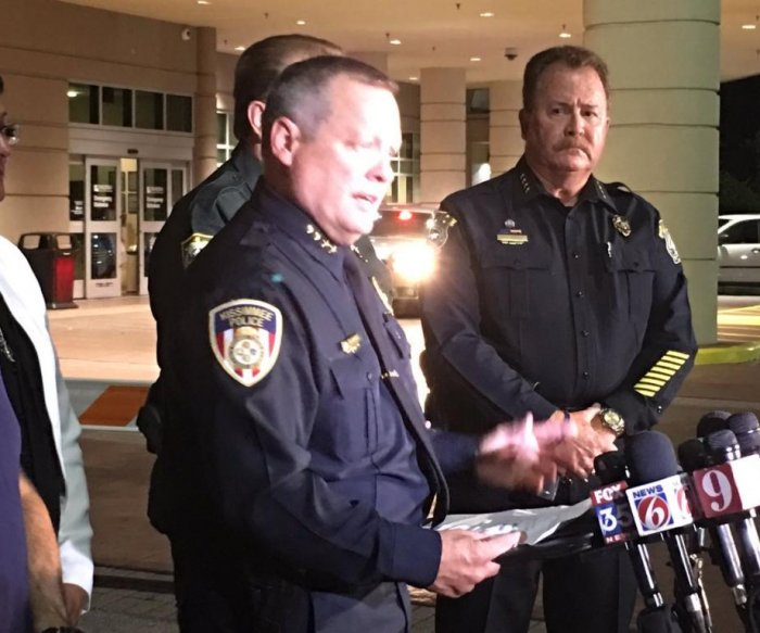 Six police officers shot, one dead in Florida and Pennsylvania