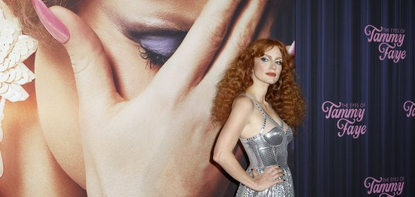 Jessica Chastain attends the premiere of 'The Eyes of Tammy Faye'