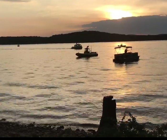 Children, elderly among 17 dead after 'duck boat' sinks