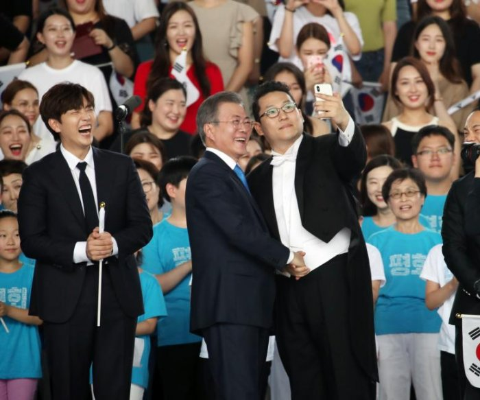 South Korea's Moon calls for total denuclearization with incentives