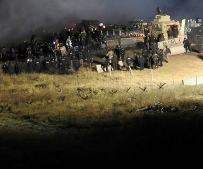 Dakota pipeline protesters torch tents before deadline to leave