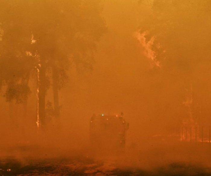 Mega Blaze bushfire blankets Sydney with smoke
