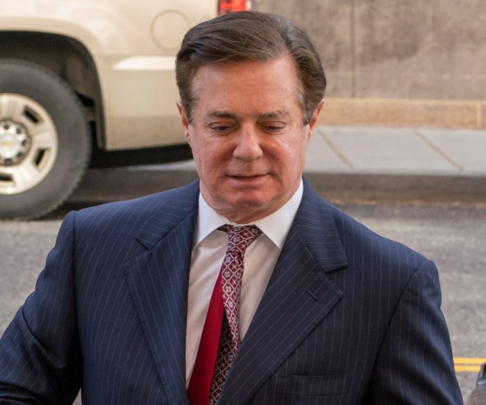Bank VP: CEO pushed Manafort loans despite faulty application
