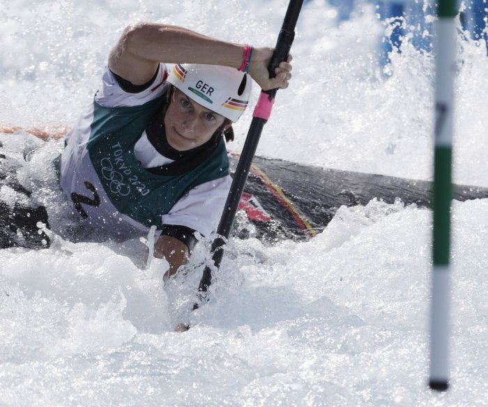 Tokyo Olympics: Moments from women's kayaking