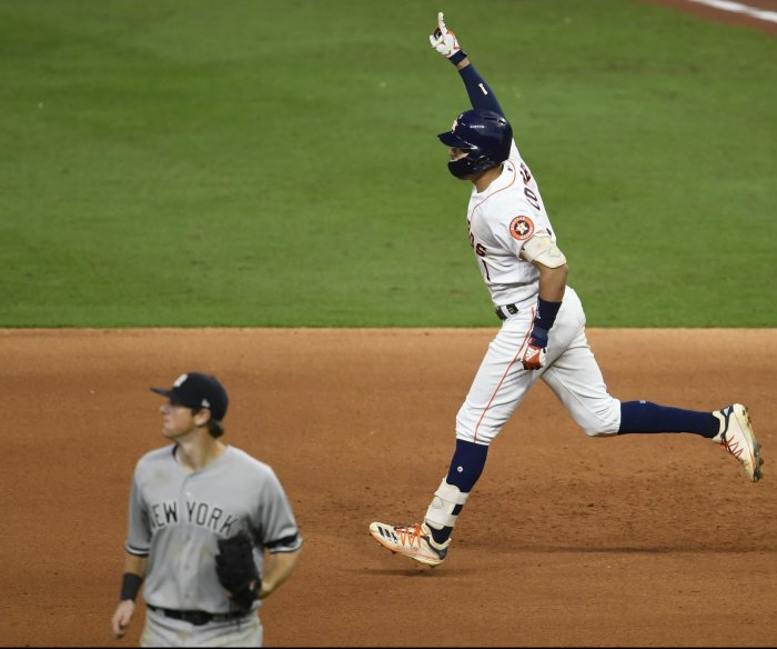 Astros even ALCS with walk-off homer to beat Yanks in Game 2