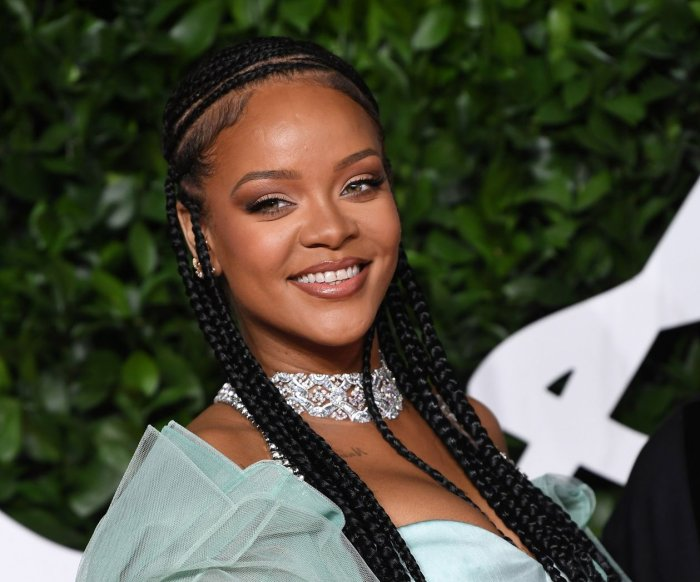 Rihanna reaches billionaire status
