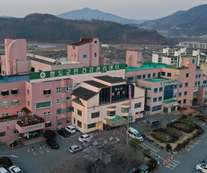 South Korea reports first COVID-19 death; cases rise to 104