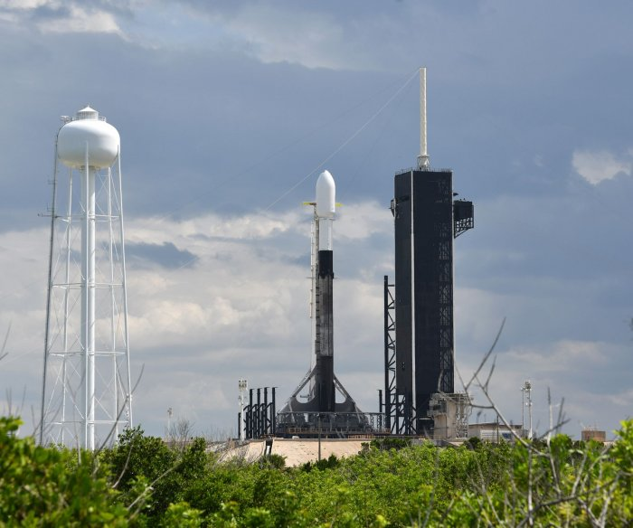 SpaceX plans new attempt at 10th Starlink launch