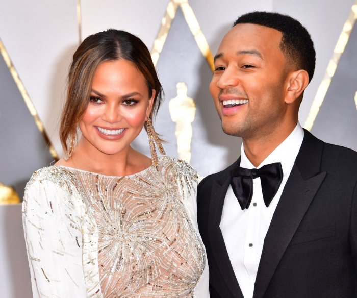 Chrissy Teigen appears to fall asleep during 2017 Oscars