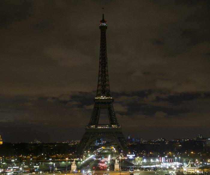Landmarks to go dark Saturday night for 'Earth hour'