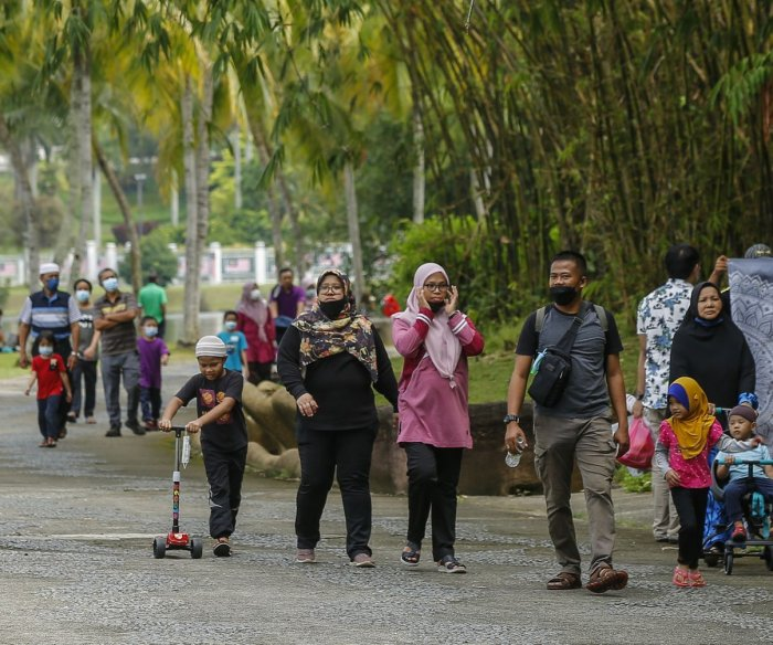 Malaysia COVID deaths spike with sixth-most in week; world down 5%