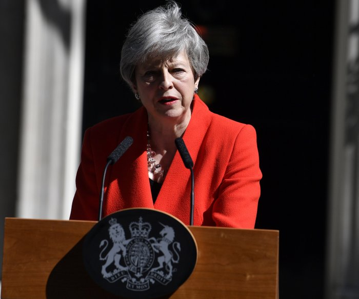 British politician resigns as London readies for new prime minister