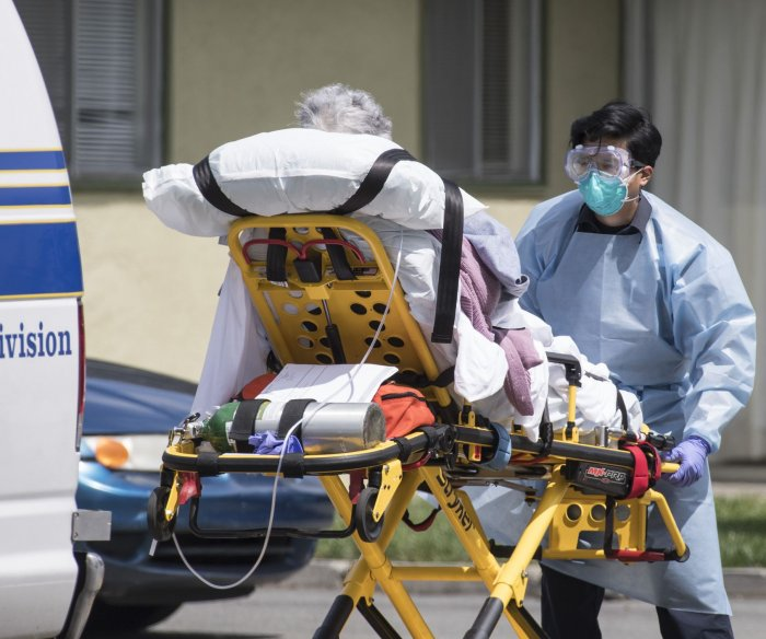 Deaths at U.S. nursing homes surged by 170,000 in 2020, watchdog report says