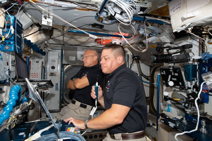 Astronauts make round trip to space station from U.S. soil