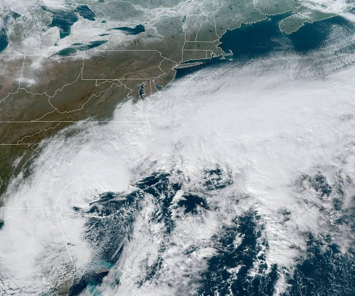 Gale warnings in effect as big nor'easter begins march up East Coast